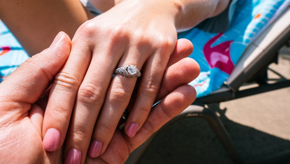 choosing an engagement ring picture